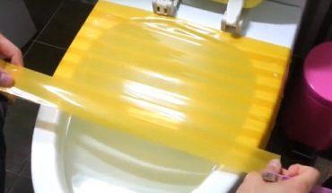 cách thông bồn cầu bằng băng dính